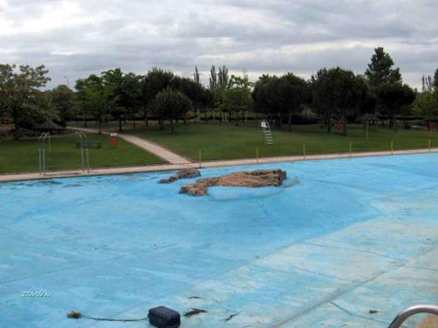 Roca piscina buitrago de lozoya madrid for Las mejores piscinas municipales de madrid
