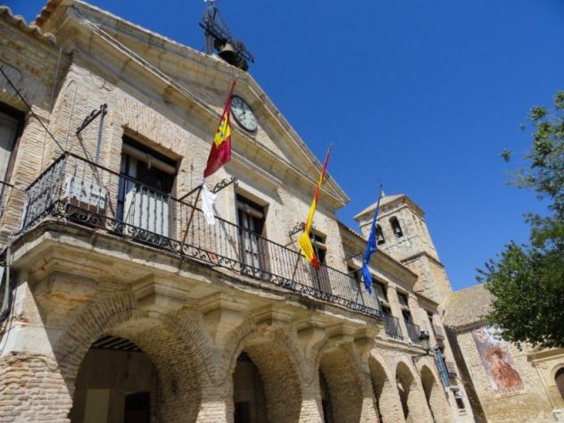 Fachada del ayuntamiento corral de almaguer toledo - Corral de almaguer fotos ...