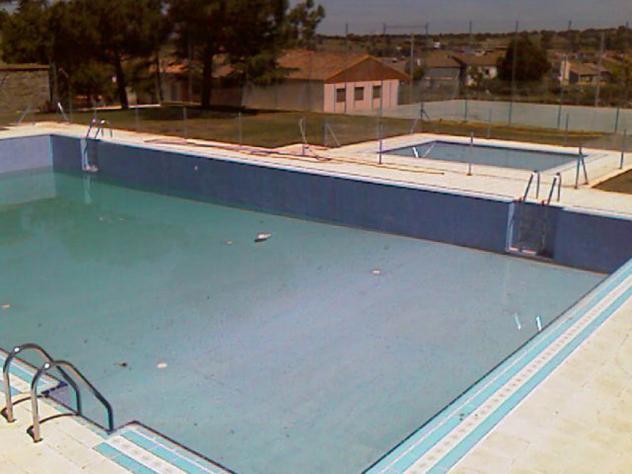 La piscina la horcajada avila for Piscina municipal avila
