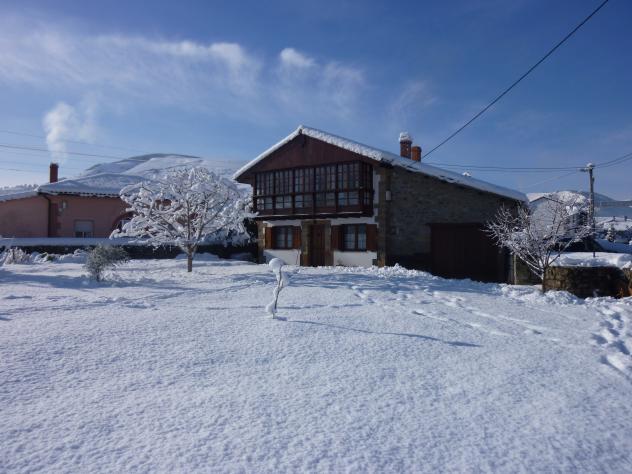 Casa monta esa con nieve pedredo cantabria - Casa montanesa ...