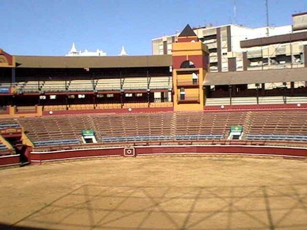 Interior plaza de toros huelva for Plaza de garaje huelva