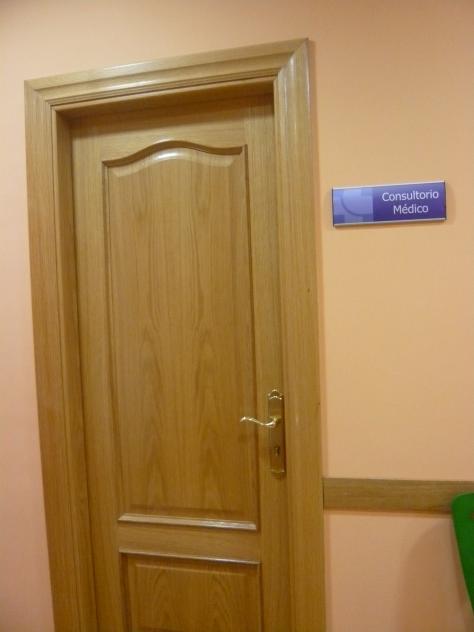 Puerta del consultorio m dico redecilla del camino burgos for Puerta 4 del jockey