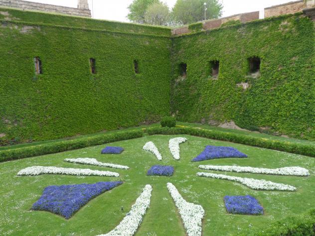 Jardines del foso del castillo de montjuic barcelona - Jardines de montjuic ...