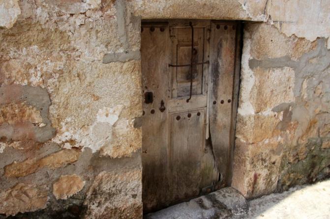 Puerta de casa antigua hozabejas burgos for Puertas para casas antiguas