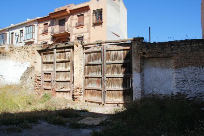 Portones muy antiguos las gabias granada for Portones de madera antiguos