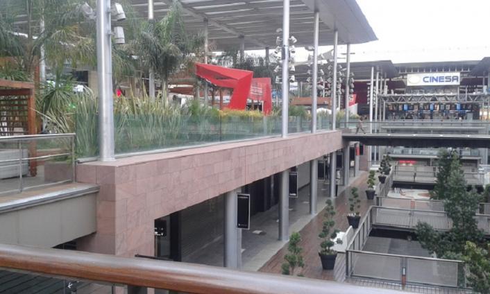 Interior del centro comercial de la maquinista barcelona - Centro comercial el maquinista ...