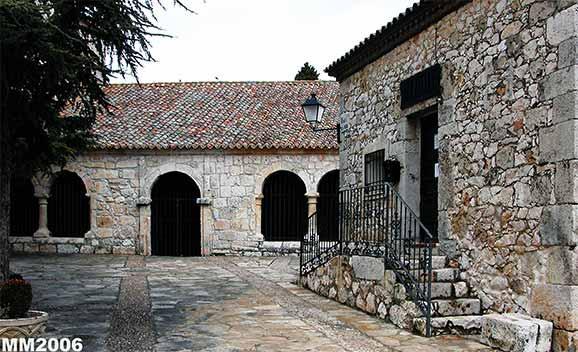 Biblioteca y atrio iglesia pozo de guadalajara guadalajara for Biblioteca iglesia madrid