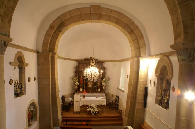 Interior de la iglesia rom nica bercedo burgos for Interior iglesia romanica