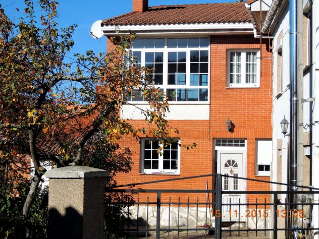 Casa moderna con una gran cristalera villalba de guardo for Casa moderna 9 mirote y blancana