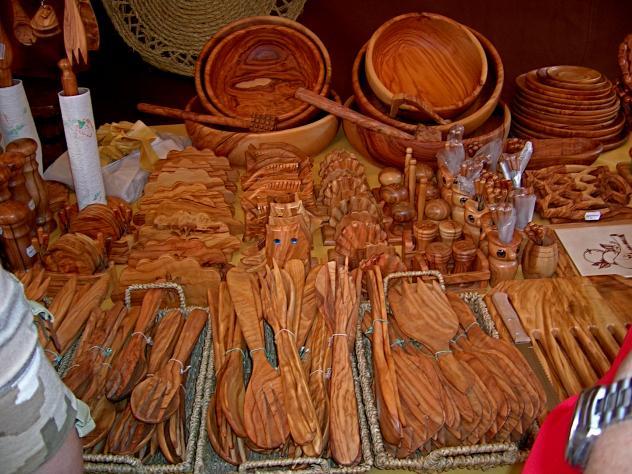 Utensilios de cocina en madera. Feria, COCENTAINA (Alicante)