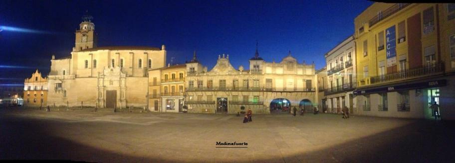 Plaza mayor de la hispanidad medina del campo valladolid - Spa en medina del campo ...