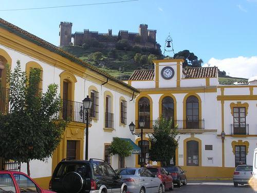 Vista del pueblo y al fondo el Castillo, ALMODOVAR DEL RIO (Córdoba)