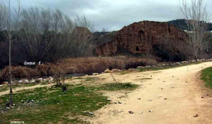Detr s cementerio jard n alcala de henares madrid for Cementerio jardin
