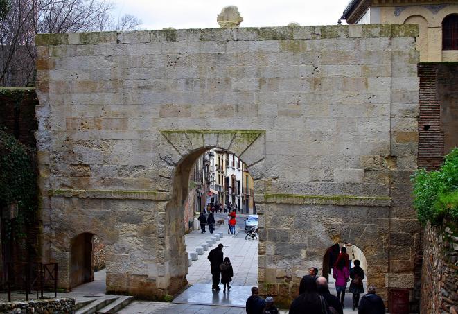 Puerta De Las Granadas Por Detr S Granada