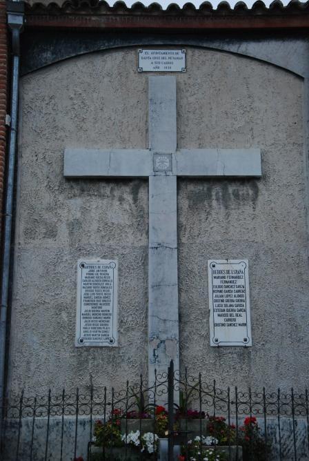 Cruz en la fachada de la iglesia santa cruz del retamar for Muebles santa cruz de retamar