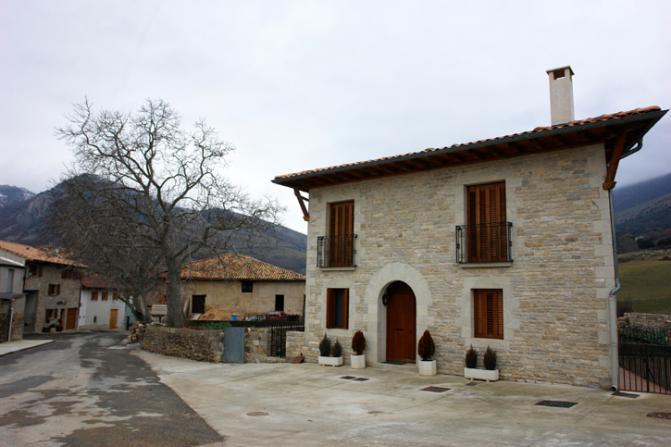 Casa reformada ollo navarra - Casas de pueblo reformadas ...