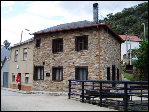 Una de las casas restauradas del pueblo la silva le n - Casas de pueblo reformadas ...