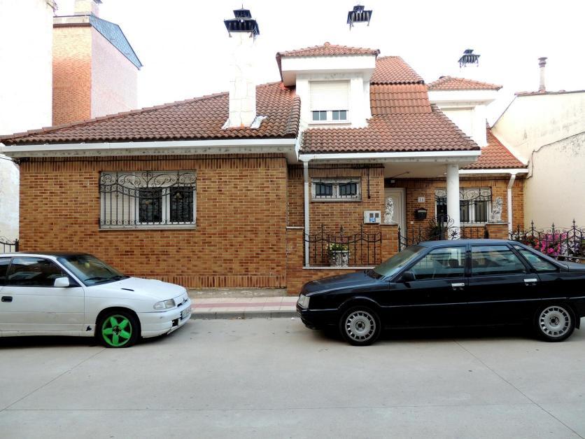 La casa de las tres chimeneas fantasmas guardo palencia - Casas en guardo ...