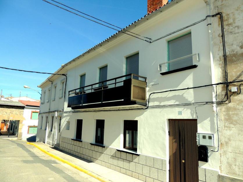 Casa que cierra la u de la calle de la erona guardo - Casas en guardo ...