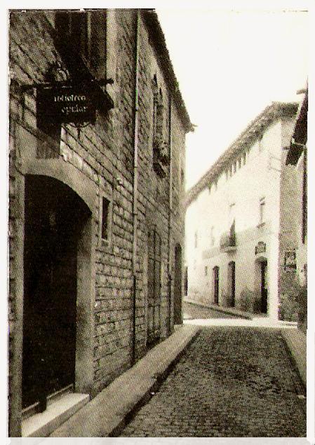 Calle y antigua biblioteca sant boi de llobregat barcelona for Muebles en sant boi