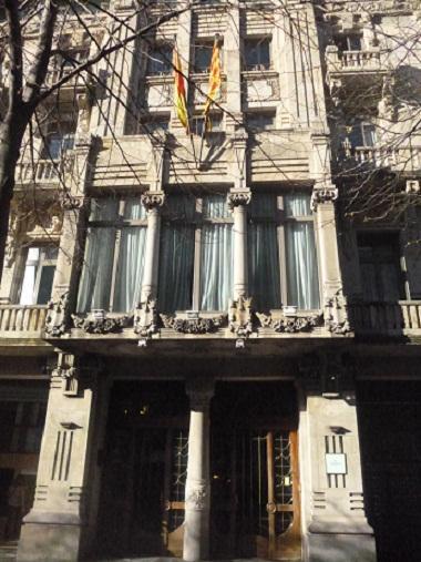 Centro de estudios econ micos barcelona for Dormir en barcelona centro barato