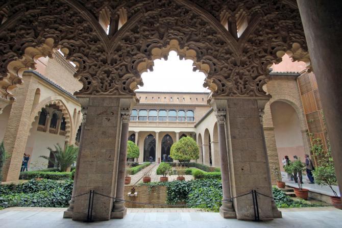 Arcos de estilo mud jar salida al jard n zaragoza for Arcos de jardin