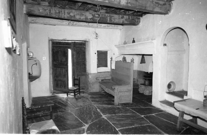 una casa por dentro antigua hinojal c ceres
