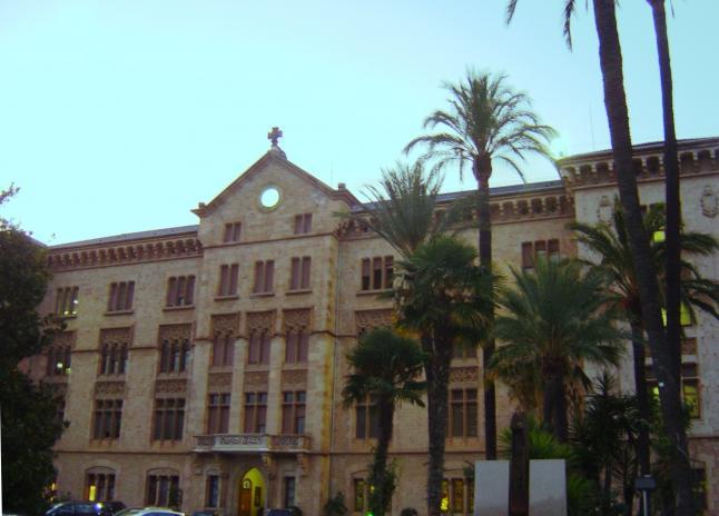 Fachada del colegio la salle bonanova barcelona for Piscina la salle bonanova