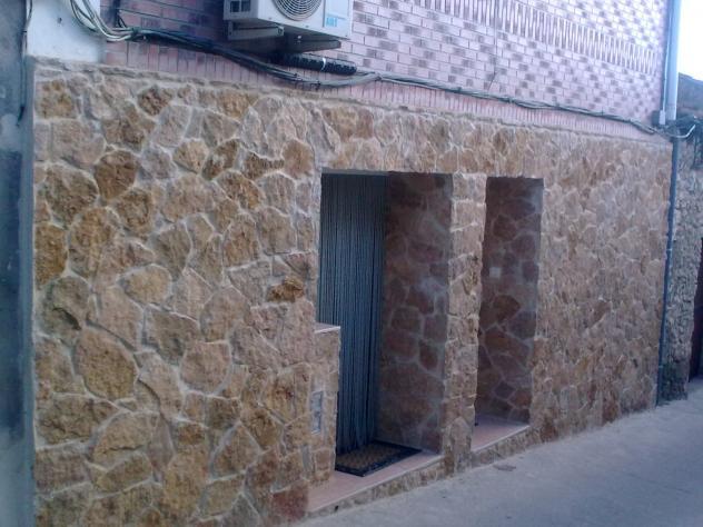 fachada forrada de piedras de ramiro y paqui