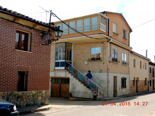 casa moderna con escalera exterior olmos de ojeda palencia On casa con escalera exterior