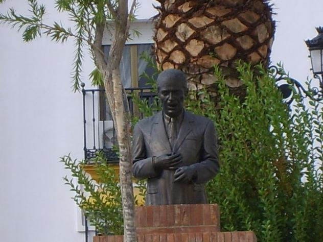 Resultado de imagen de monumento a paco toronjo alosno