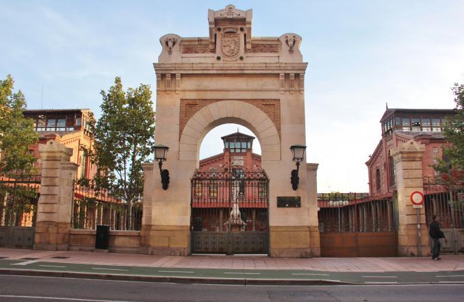 Antiguo matadero municipal zaragoza for Dormir en zaragoza centro