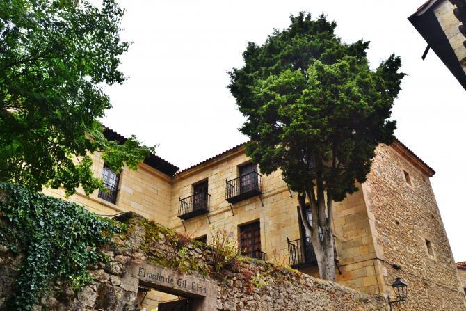 El jard n de gil blas santillana del mar cantabria for Posada el jardin santillana del mar