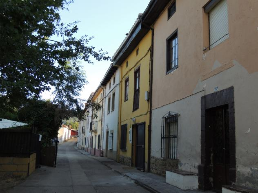 Casas antiguas con buhardilla y remozada la fachada - Casas con buhardilla ...