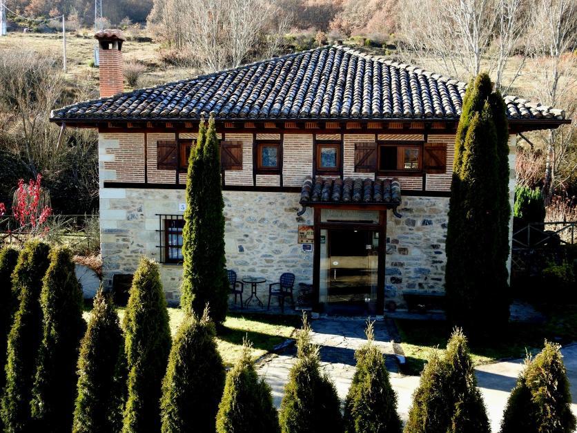 Vista de la casa rural de valdesgares cervera de pisuerga palencia - Casa rural cervera de pisuerga ...