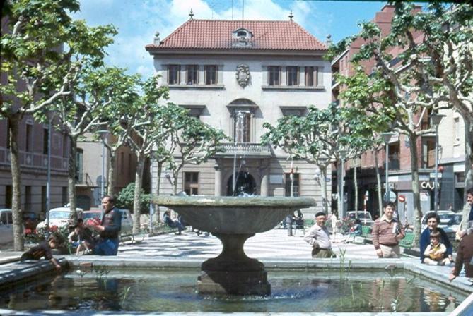 Fuente plaza de la vila sant feliu de llobregat barcelona for Gimnasio sant feliu de llobregat