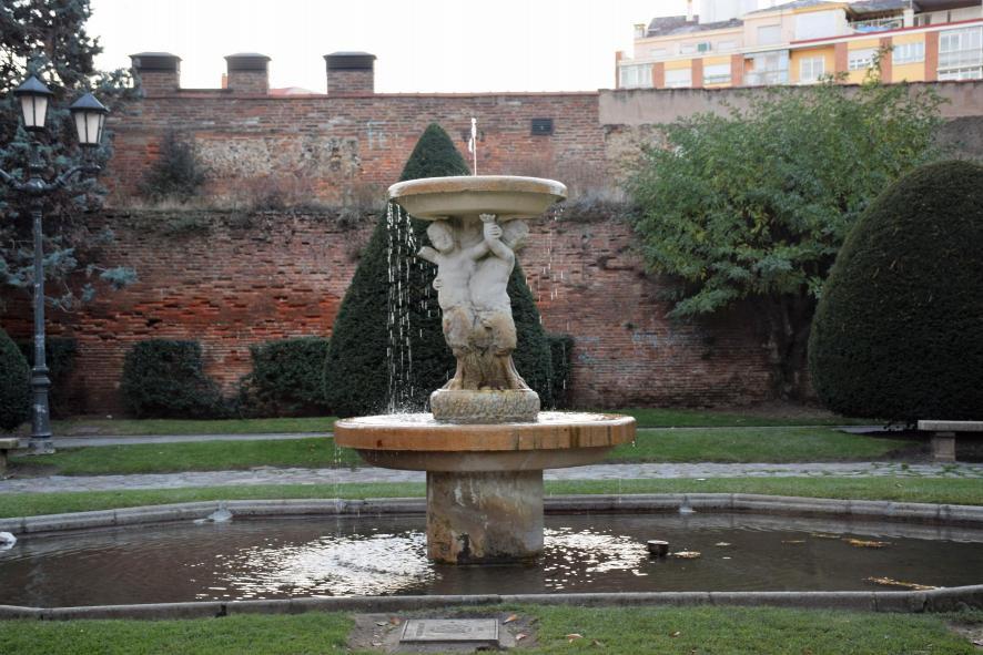 En el jard n rom nico entre la muralla y calle cid leon for El jardin leon
