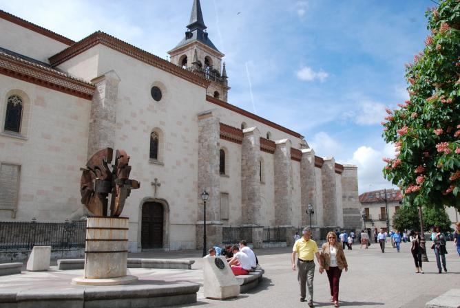 Plaza de los santos ni os alcala de henares madrid - Electricistas alcala de henares ...