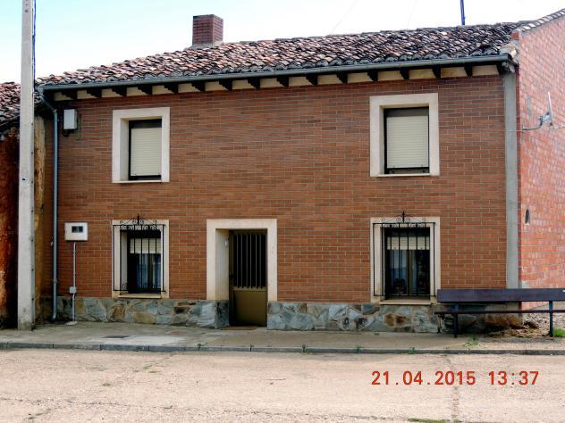 Casa con ladrillo caravista y normal en fachadas payo de ojeda palencia - Casas ladrillo visto ...