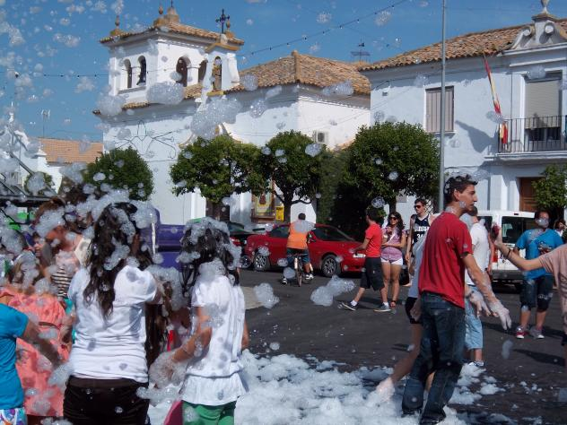 Los villares de andujar fiesta de la espuma los villares - Los villares jaen ...