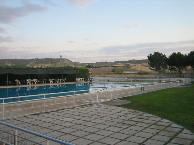 La soledad de las piscinas cevico de la torre palencia for Piscinas palencia