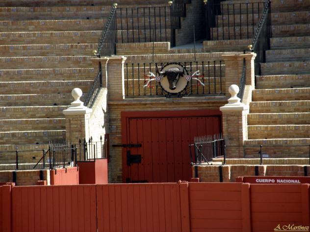 Puerta de toriles en la maestranza sevilla - Puertas de paso en sevilla ...