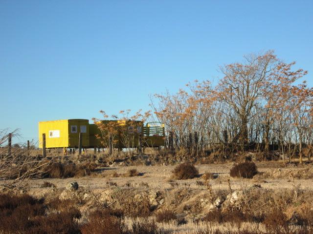 Finca con casetas amarillas de metal mazuecos guadalajara - Casetas de metal ...
