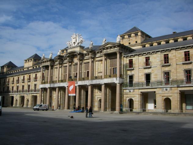 Teatro de la laboral exterior gijon asturias for Teatro de la laboral