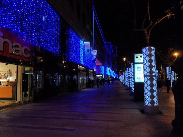Centro comercial l 39 illa iluminado por navidad barcelona - Centro comercial lilla ...
