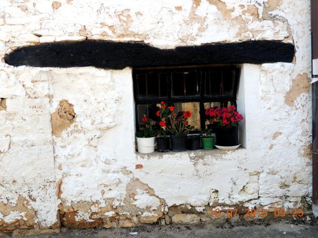 Curiosa ventana con dintel de viga de madera valdegama - Dintel de madera ...