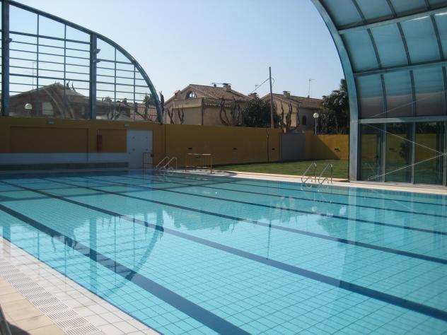 piscina grande premia de mar barcelona