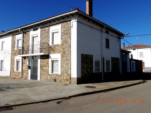Vivienda de piedra con mirador villalba de guardo palencia - Casas en guardo ...