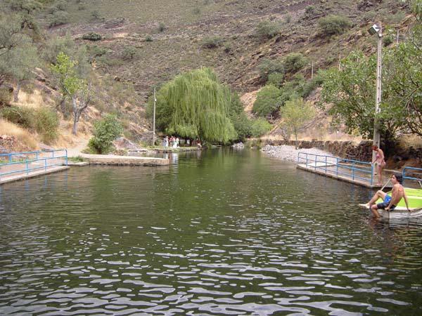 Piscina valero salamanca for Hoteles cerca de piscinas naturales
