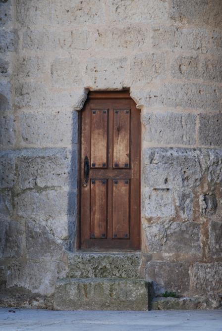 Puerta en la iglesia montealegre valladolid - Puertas en valladolid ...